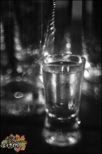 Melanżowe zwyczaje związane z piciem wódki
