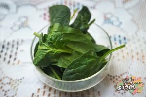 liście szpinaku to naturalny barwnik do jajek