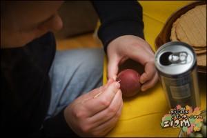 dekorowanie pisanek jajka barwione tradycyjnie
