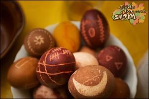 naturalne barwniki do malowania jajek