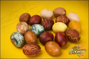 malowanie jajek naturalne barwniki