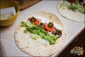 Tortilla z warzywami, serem, śmietaną i papryką jalapeno bez podgrzewania