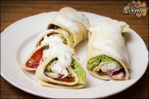 Tortilla na zimno z warzywami, serem, śmietaną i papryką jalapeno (1)