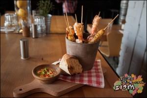 Pieczone krewetki i kotlety rybne | restauracja Warszawa